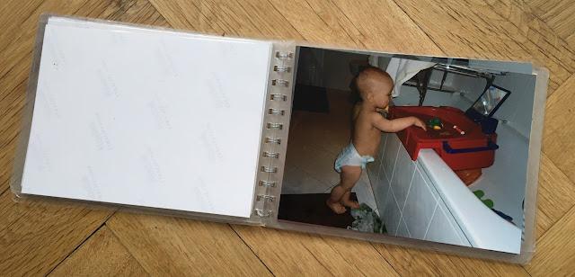 Foto von sich waschendem Kind