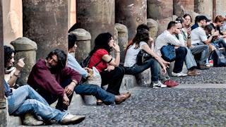 Η Γενιά της Κρίσης - Μια γενιά αναγκασμένη να καταναλώνει τα