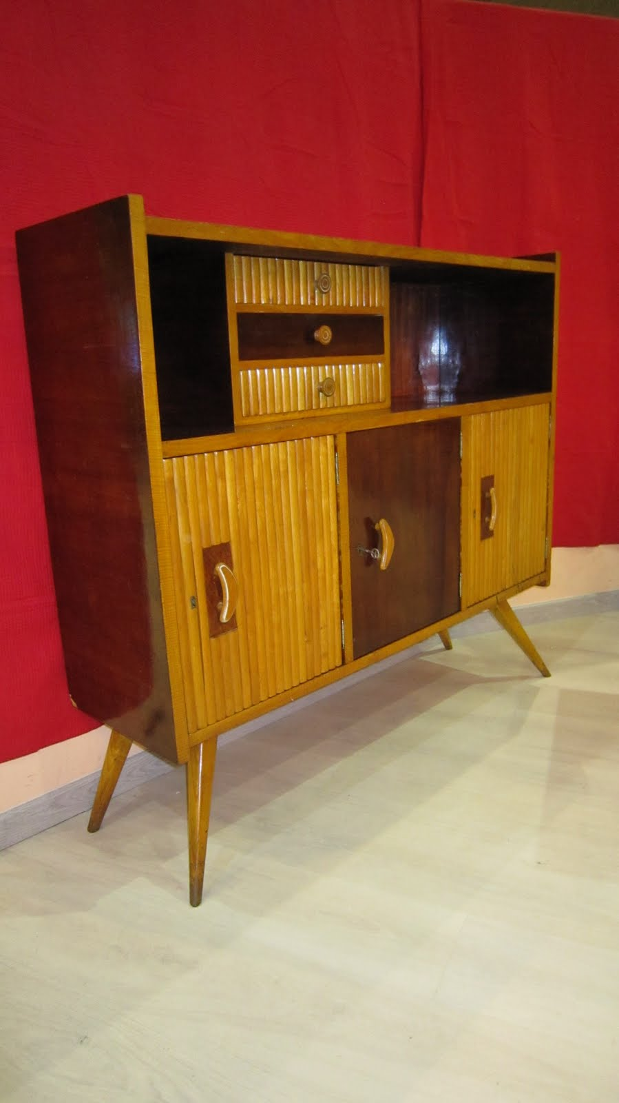 Vintager a mueble aparador a os 50 for Aparador anos 50