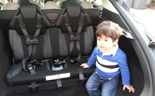 Policiais descobrem criança no porta-malas do Tesla Model S (vídeo)