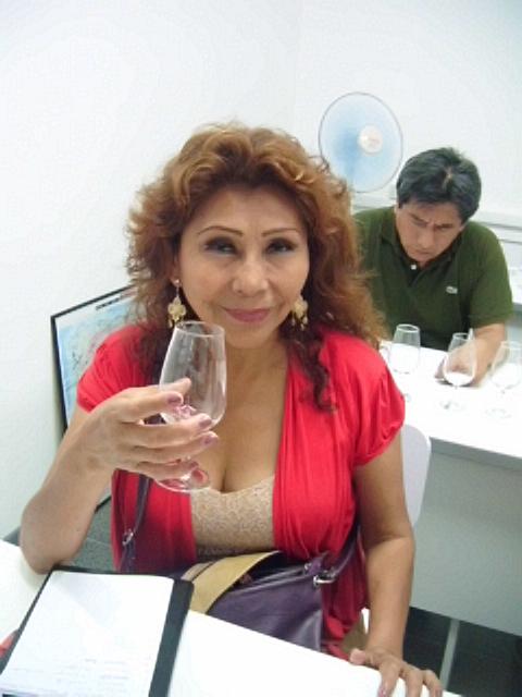 Consuelo Vásquez Consuelo Vasquez Tendras Un Altar - Quiero Shake