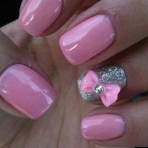 Uñas pintadas de rosa