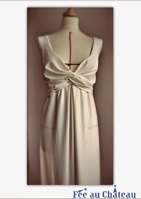 Robe de mariée à décolleté empire par couturière à Versailles