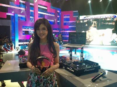 vPutri Una ( DJ UNA Dahsyat )