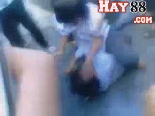 Nữ sinh mặc đồng phục đánh nhau ở Yên Bái | Clip shock - hay88.com
