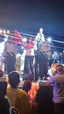 صافيناز ترقص بعلم مصر