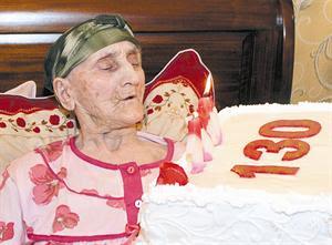 أكبر معمرة تحتفل بعيد ميلادها ال 130 - شئ مذهل