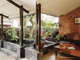 model teras belakang rumah ada kolam