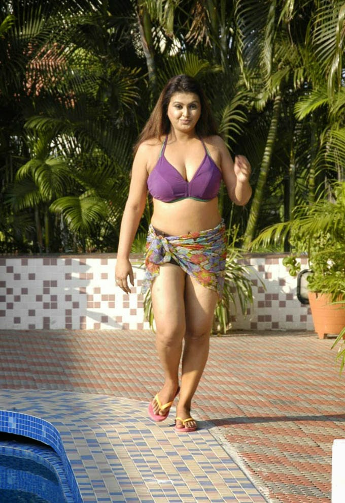 SONA AUNTY BIKINI HOT IMAGES FROM TAMIL MOVIE | CuteSouthActress.in