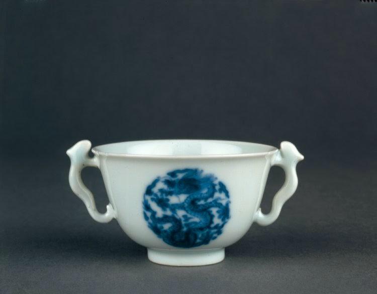 "<img src=""kangxi cup.jpg"" alt=""Qing Kangxi Cobalt blue decorated cup"">"