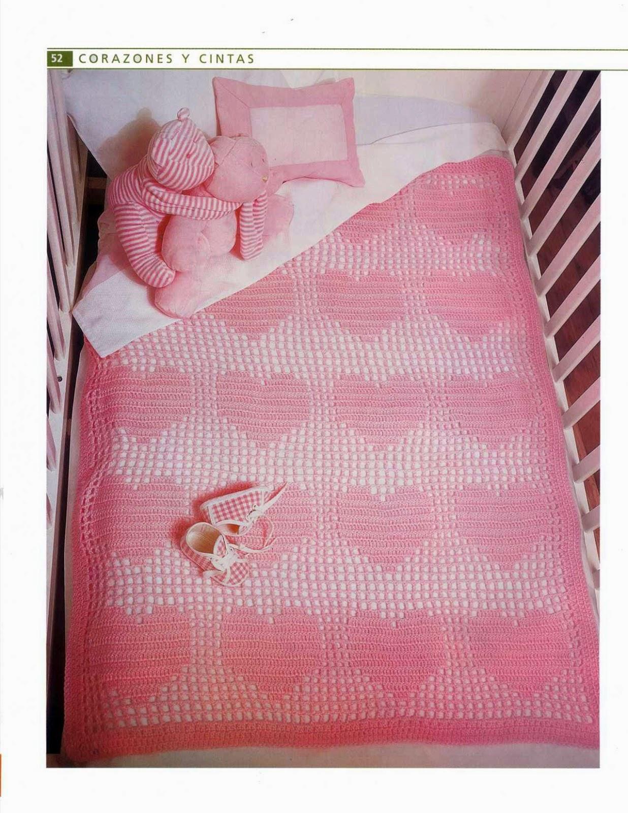 Manta de corazones y almohadón tejidos al crochet