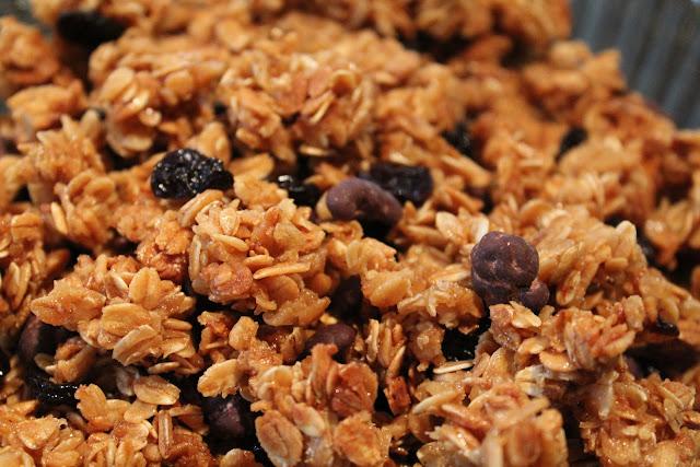 Cherry-cacao nib granola