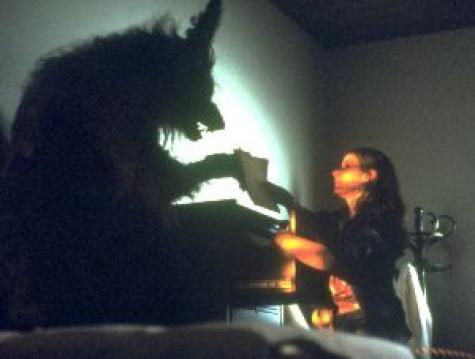 http://1.bp.blogspot.com/-XShcyVJI1iU/Tqbezam7bBI/AAAAAAAAATs/9NYaWwD7VMQ/s1600/howling.jpg