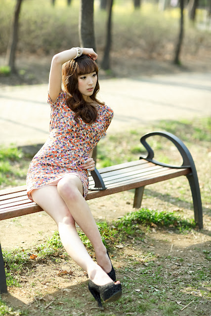 2 Lovely Minah in Colourful Mini Dress-very cute asian girl-girlcute4u.blogspot.com