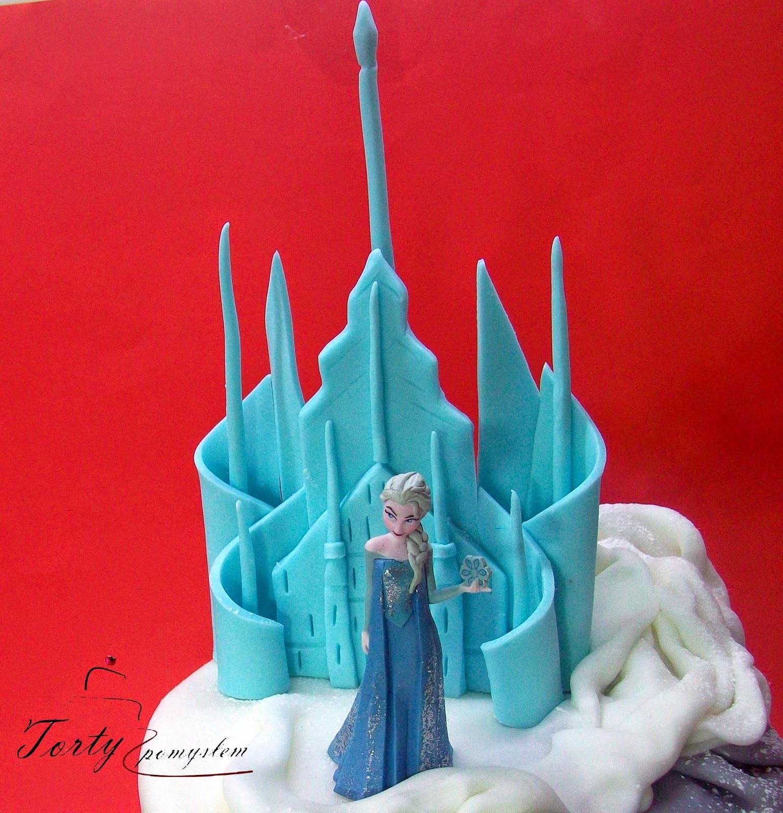 Tort zawiera plastikowe gotowe postacie z bajki kraina lodu