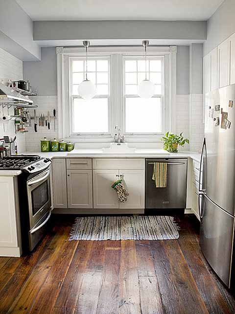 A Little Bit of Lacquer: Small Kitchen Inspiration