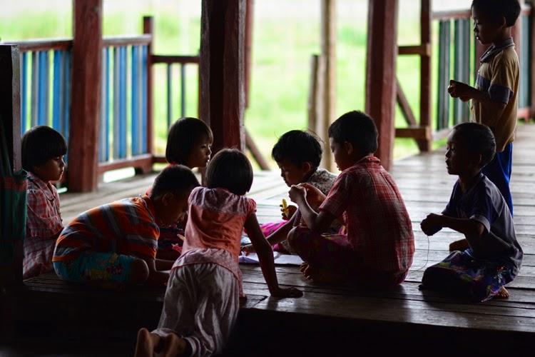 inle, lac inle, birmanie, myanmar, lac, tomates, voyage, photos de voyage, pêcheurs, argent, soie, papier, champs de tomates, jardins flottants