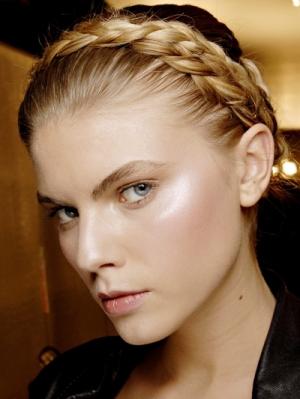Aquí varias imágenes de la moda del 2013la Trenza vincha , Elegancia y sofisticación,en tu peinado.