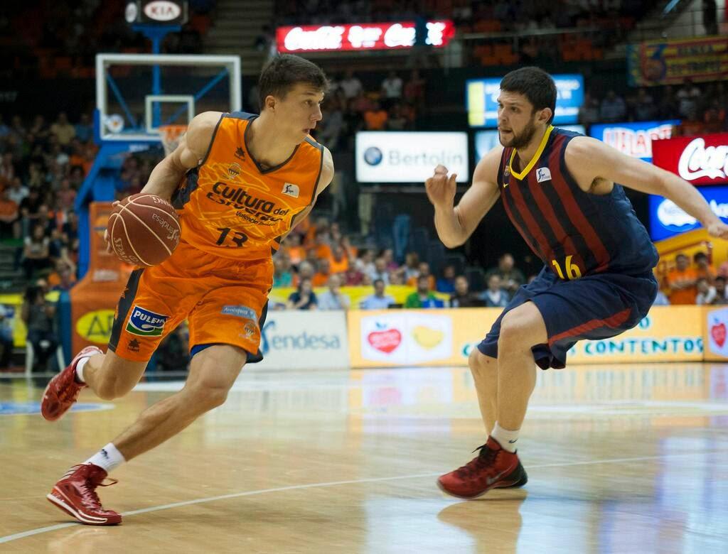 El Valencia Basket vuelve a ganar en el Palau y fuerza el quinto