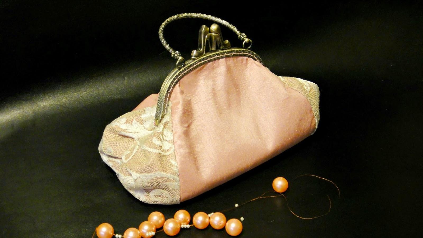 Розовая сумочка с фермуаром Париж