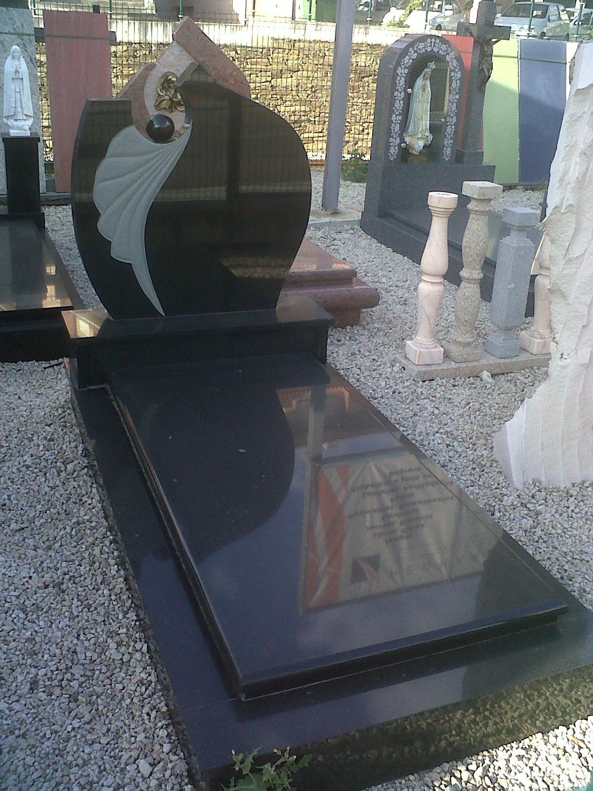 Image gallery lapidas para tumbas for Marmol para suelos