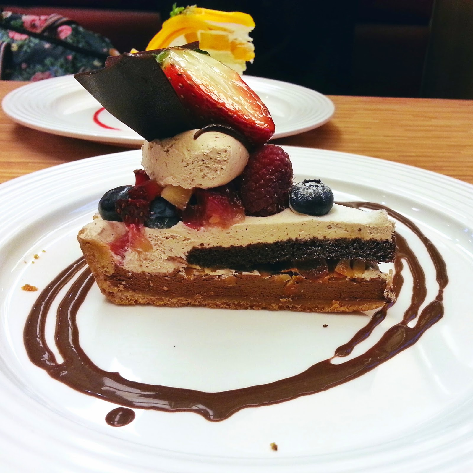 fruit paradise mix berries chocolate tart