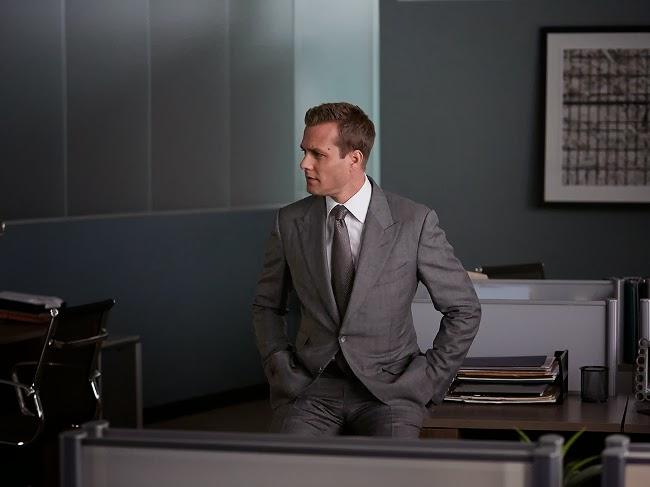 Harvey Specter traje gris