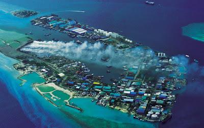 جزيرة القمامة إحدى جزر المالديف island_03.jpg