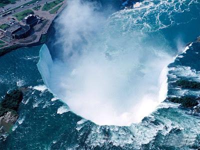 Niagara_Fallsview_ Casino_Resort_horseshoe_falls_naigara_falls