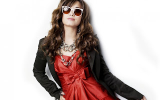 Demi Lovato with Red Sunglasses HD Wallpaper