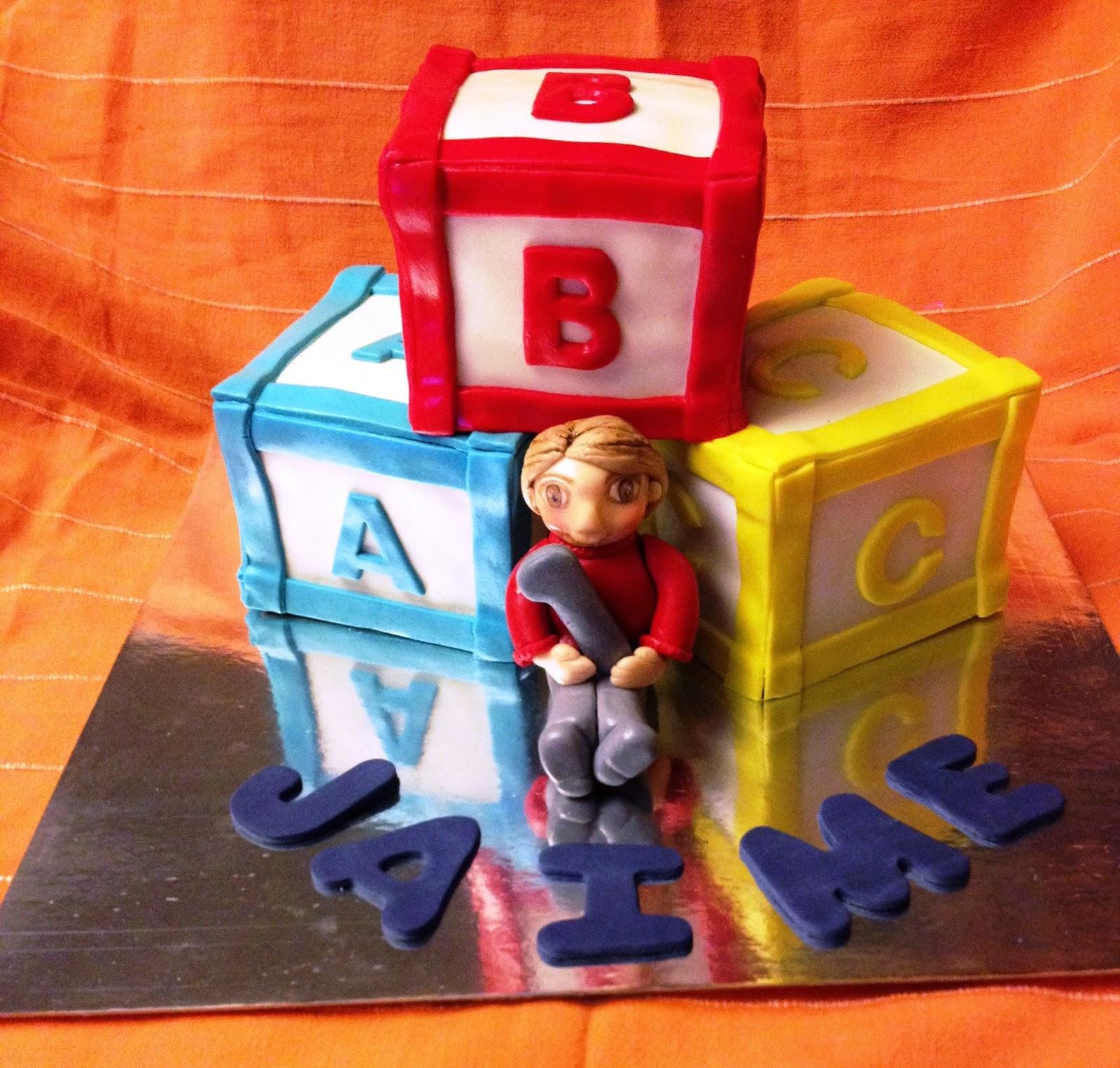tarta fondant; tarta decorada; tarta cubo; tarta bebe; tarta niño