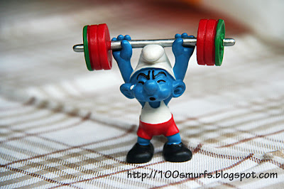 смурф-тяжелоатлет со штангой