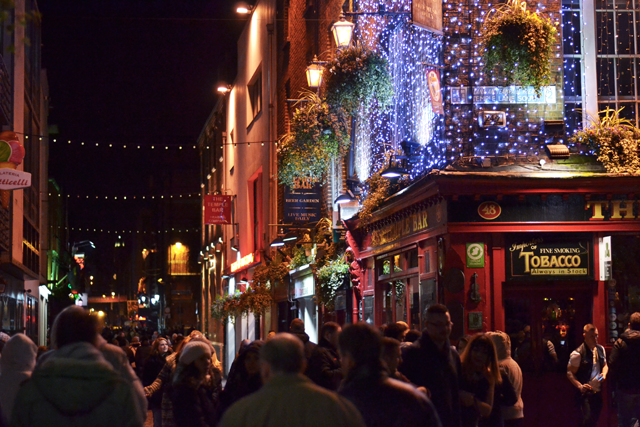 Temple bar, dublin, ireland, student, irish pubs, by night