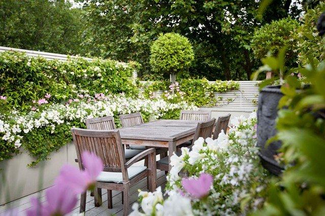 Khu vườn này là không gian tuyệt vời cho bữa tối ngoài trời