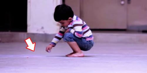 Garoto usa giz para desenhar no chão. Quando perceberam o que era, todos ficaram emocionados