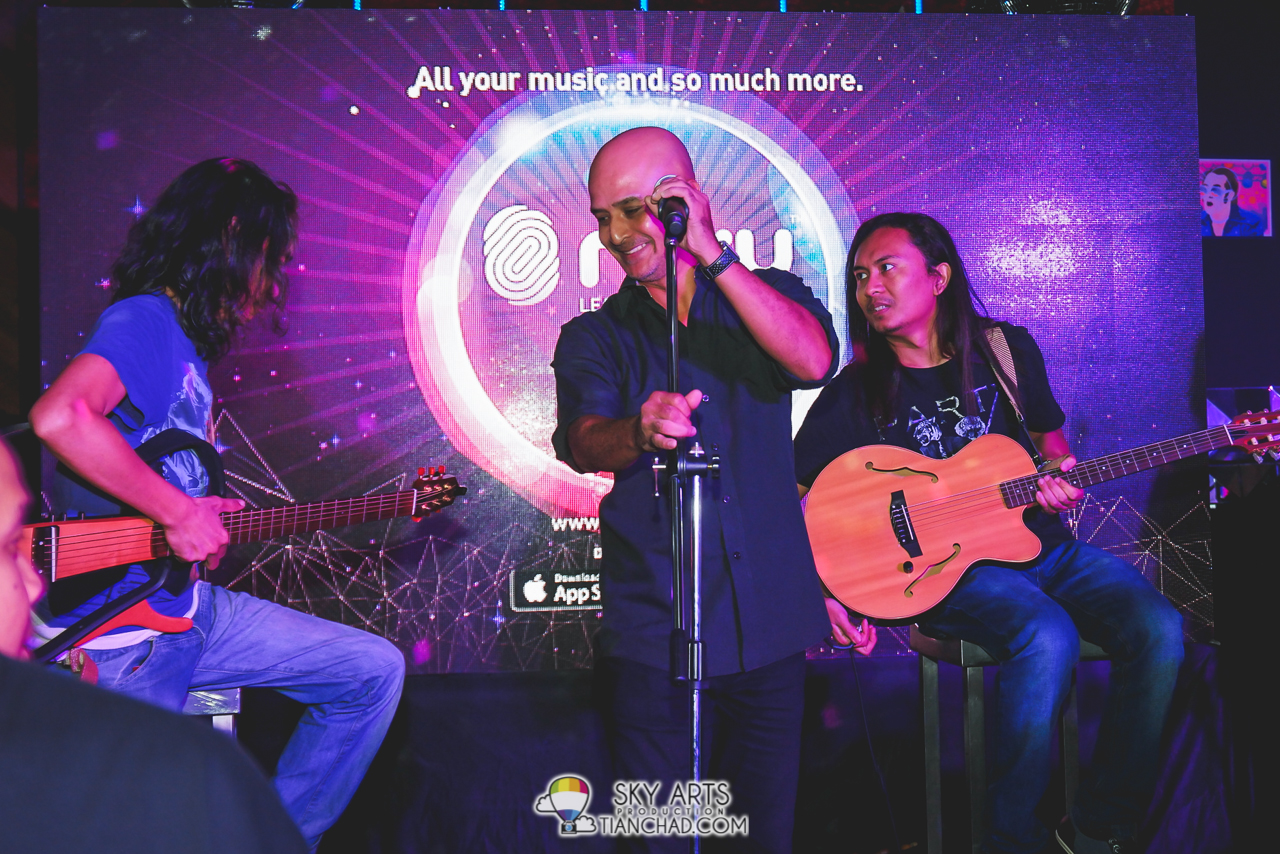 Man Bai and the band performed 'Kau Ilham Ku'
