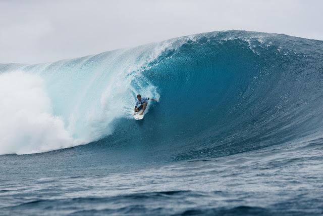 9 Aritz Aranburu Billabong Pro Tahiti 2015 Foto Stephen Robertson
