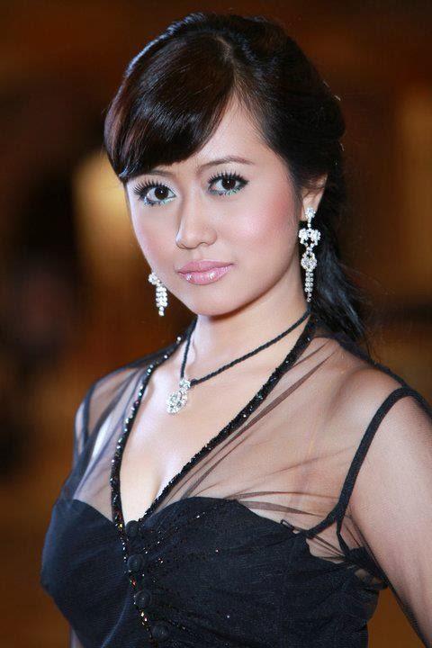Myanmar Model Mya Hnin Yee Lwin