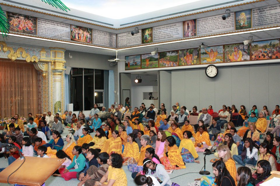 Thanksgiving retreat with Siddheshvari Devi at Radha Madhav Dham 4