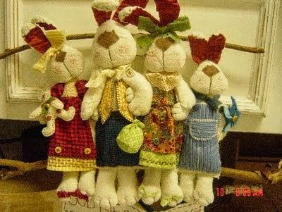 Família de coelhos de tecido com moldes