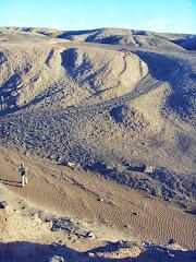 Lugar de descenso de la ruta incaica para atravesar una pequeña quebrada seca.