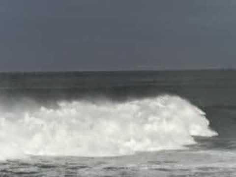 Surfeando una ola en el Panchorro - Isla Pancha - Ribadeo