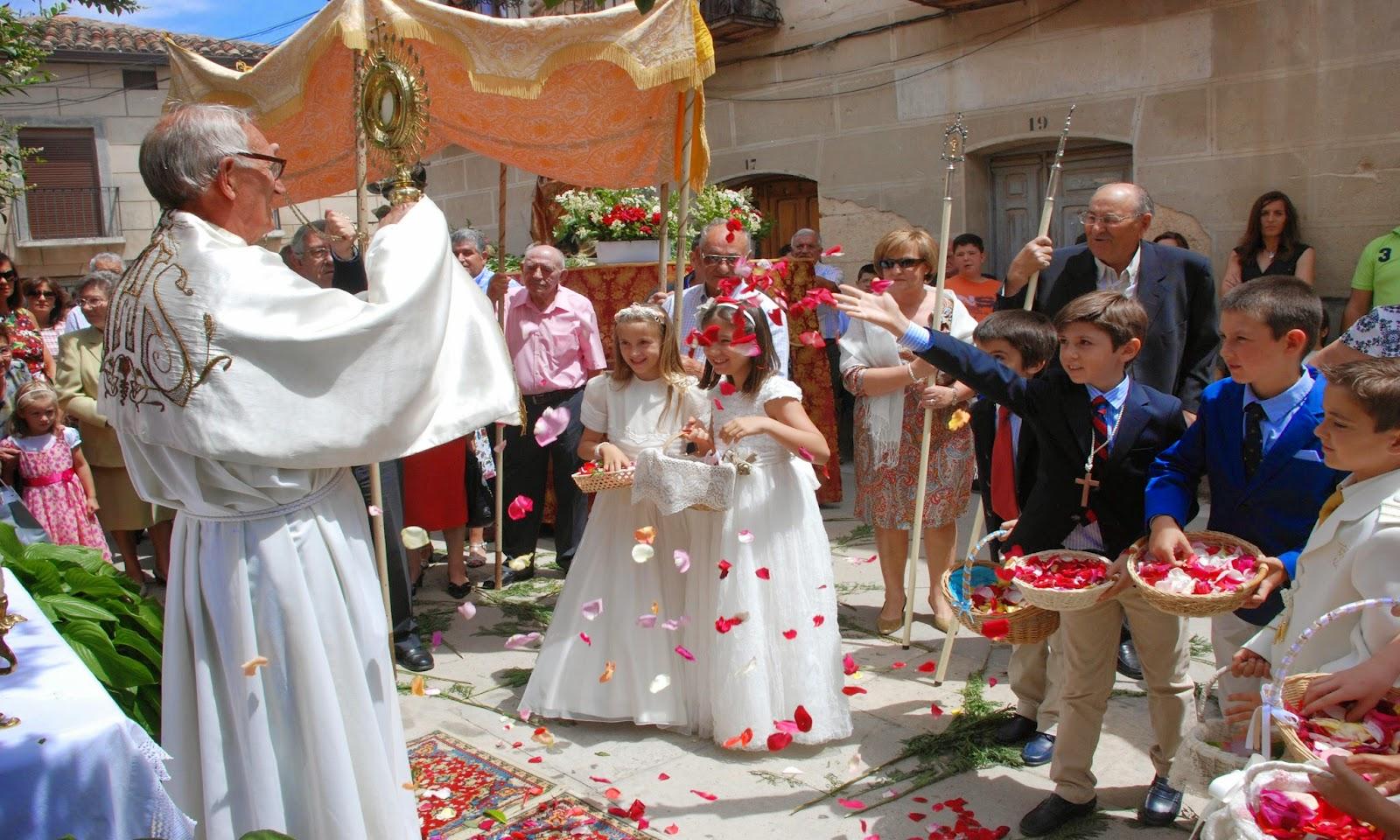 http://sotiblog.blogspot.com.es/2014/06/la-procesion-del-corpus-en-imagenes.html