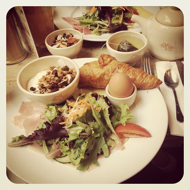perfect breakfast/brunch at le pain quotidien in paris