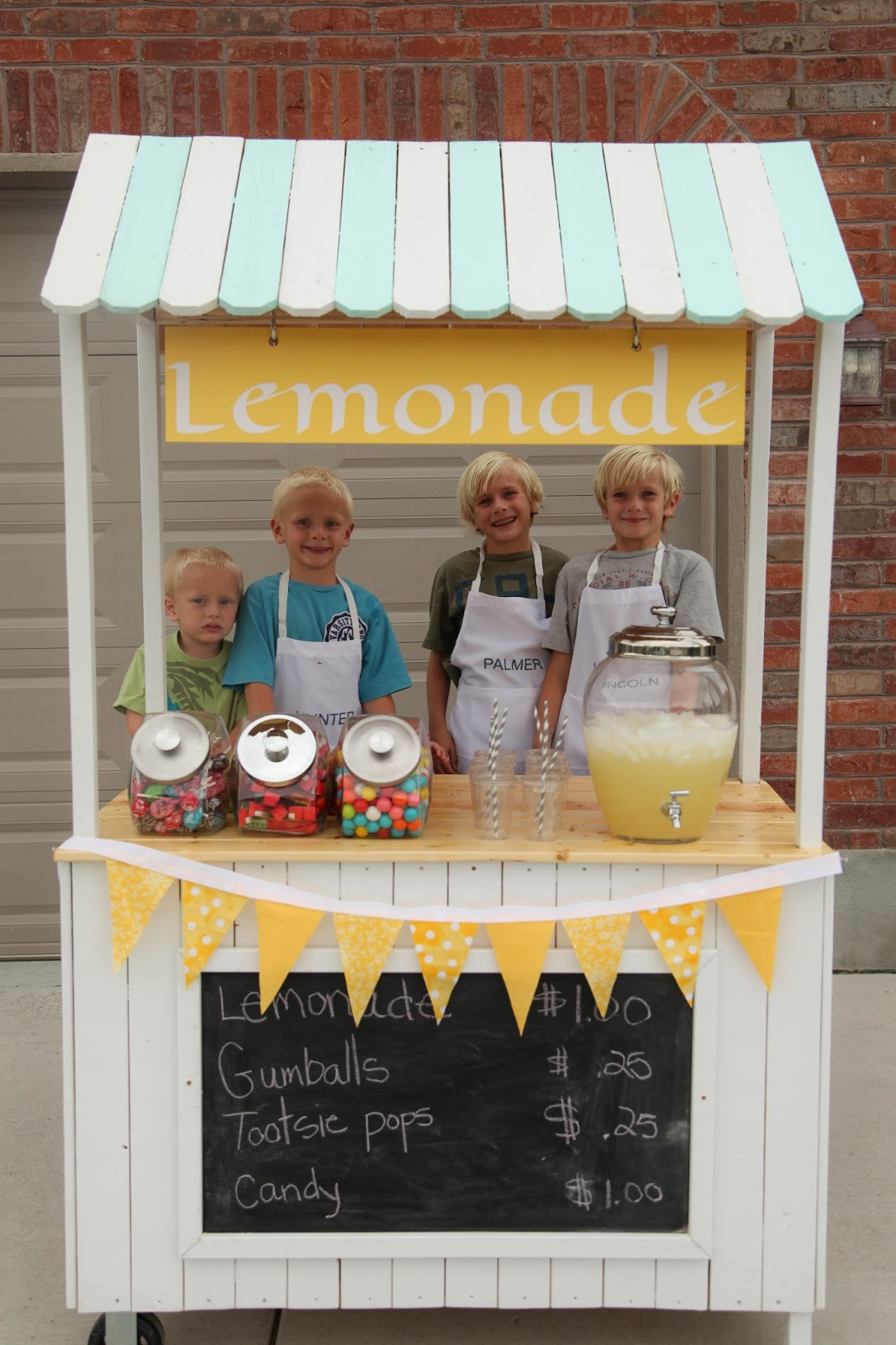 Lemonade stand creamy style for Cool lemonade stand ideas