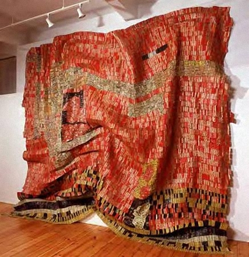 05-El-Anatsui-Bottle-Tops-Tapestry