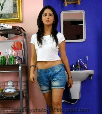 Yami+Gautam+Latest+Hot+Navel+Show+Still+Pictures+And+Photos003