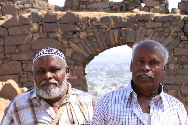 два пожилых индуса-мусульманина в Хайдерабаде