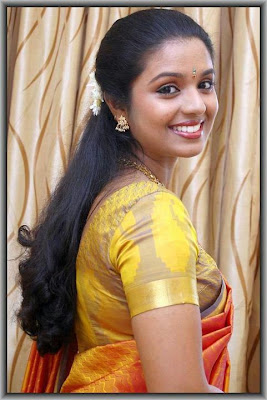 Lady wearing kancheepuram silk saree.