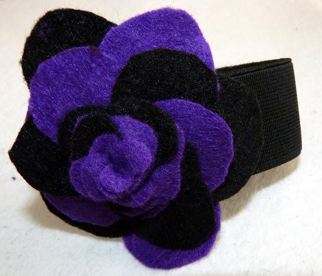 pulsera flor en fieltro